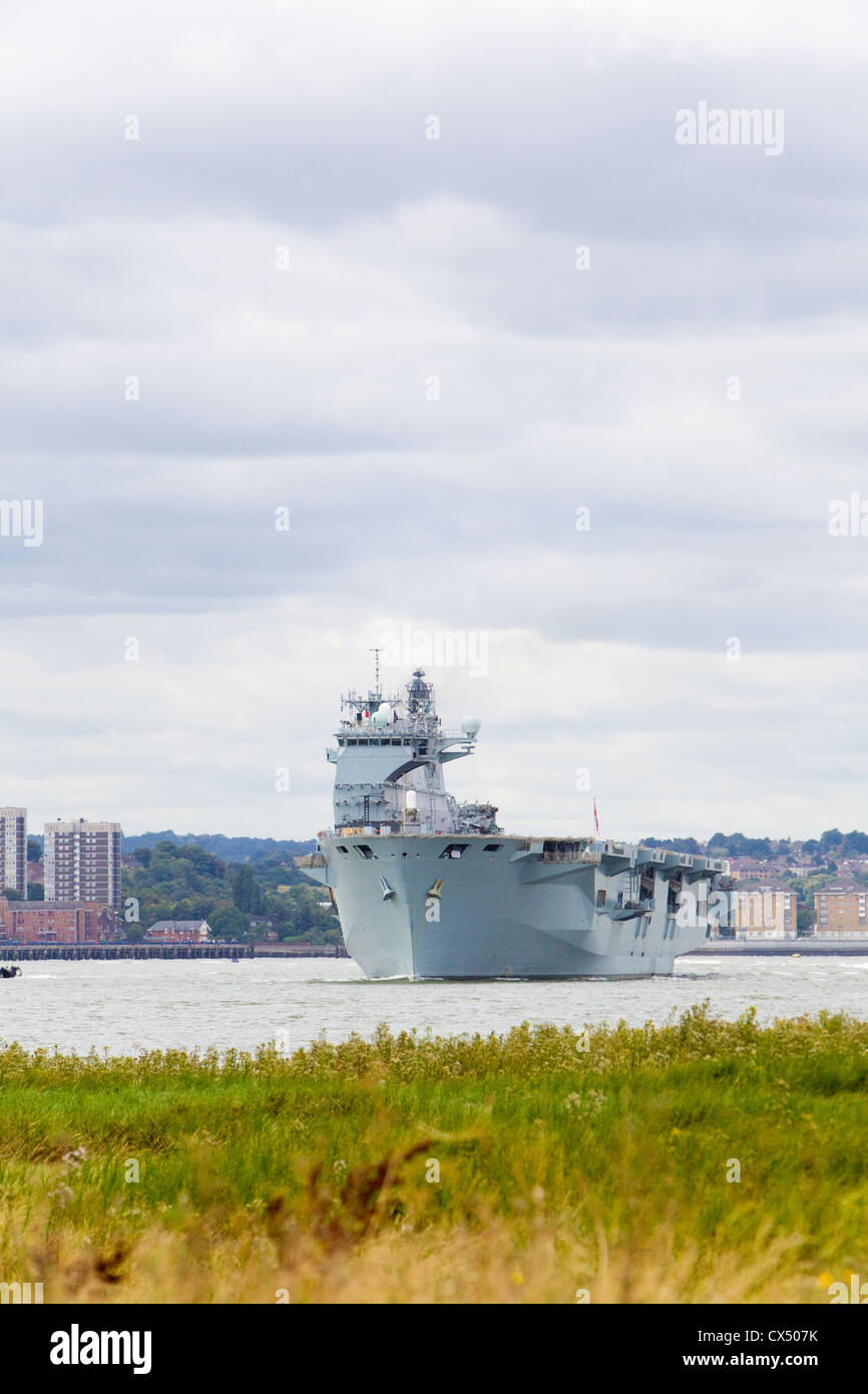 HMS Ocean, amphibious assault ship, making way down River Thames after tour of duty in Greenwich during Olympics. Stock Photo