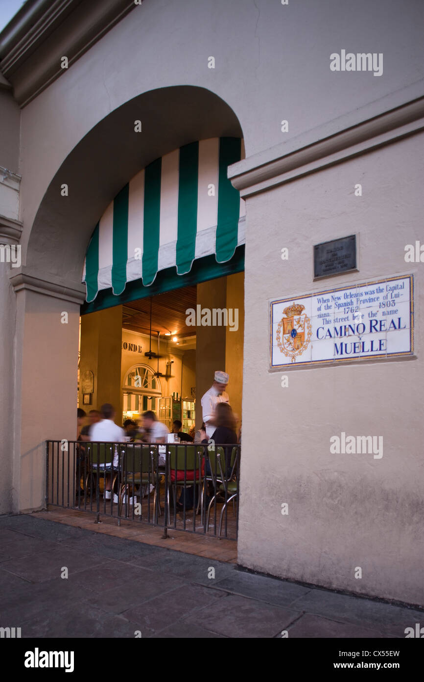 CAFE DU MONDE COFFEE STAND JACKSON SQUARE FRENCH QUARTER DOWNTOWN NEW ORLEANS LOUISIANA USA - Stock Image