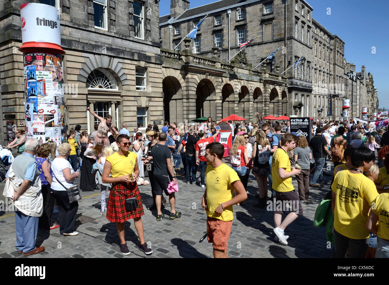 Festival goers and performers mingle on the Royal Mile during the annual Edinburgh Fringe Festival. - Stock Image