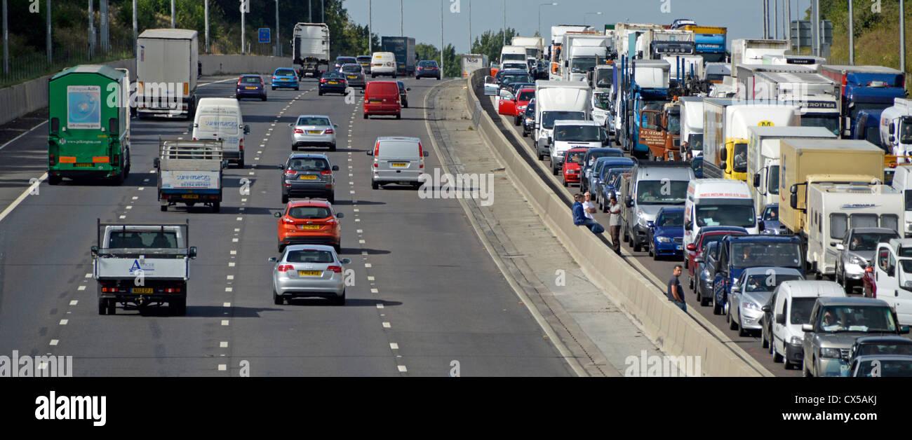 Stationary traffic gridlocked on four lanes of M25 moto - Stock Image