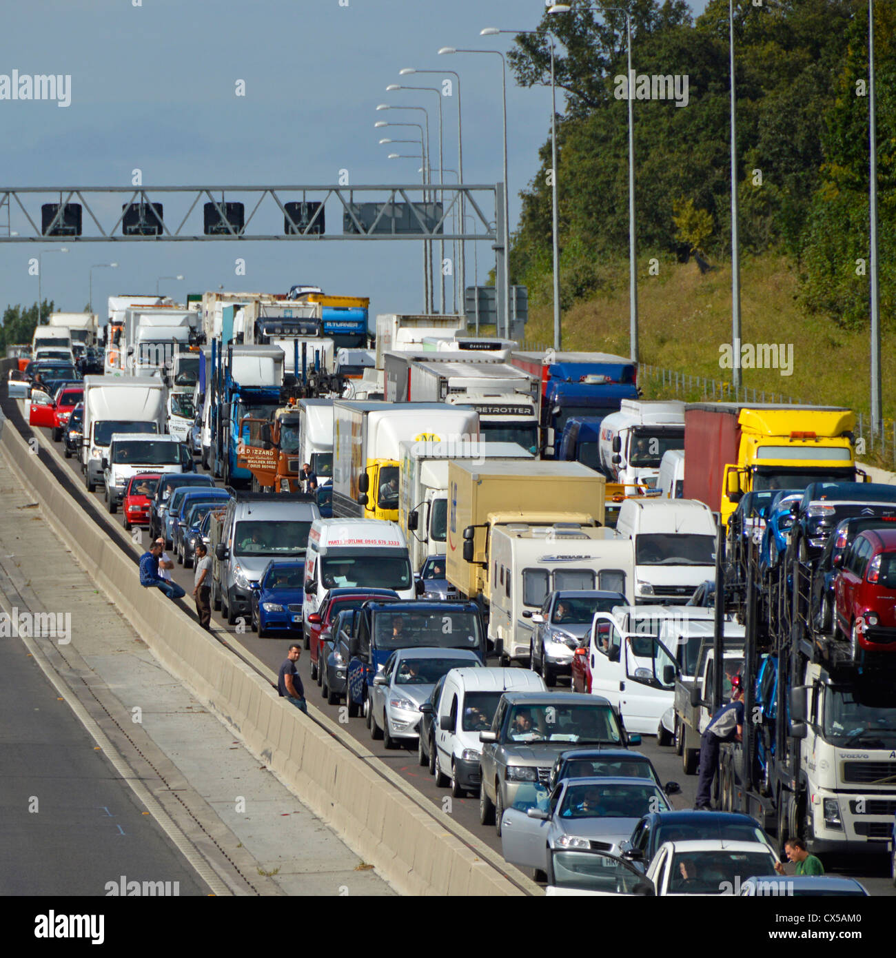 Stationary traffic gridlocked on four lanes of M25 motorway - Stock Image
