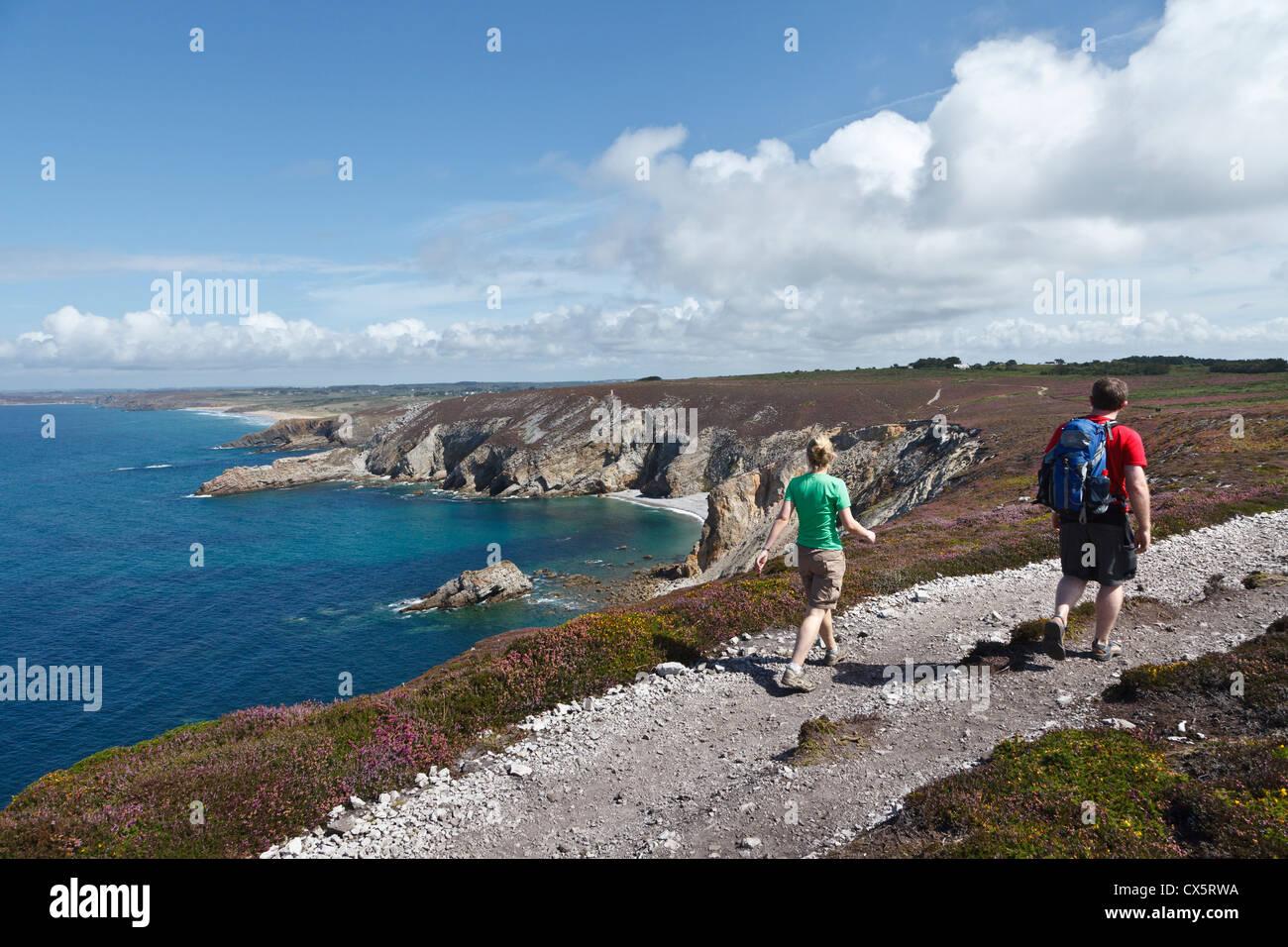 Walkers at Cap de la Chèvre, Finistère, Brittany, France - Stock Image