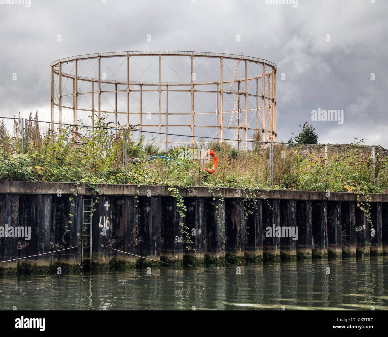 The disused gasometer on the bank  of the Rrver Avon - City of Bath, Somerset - Stock Image