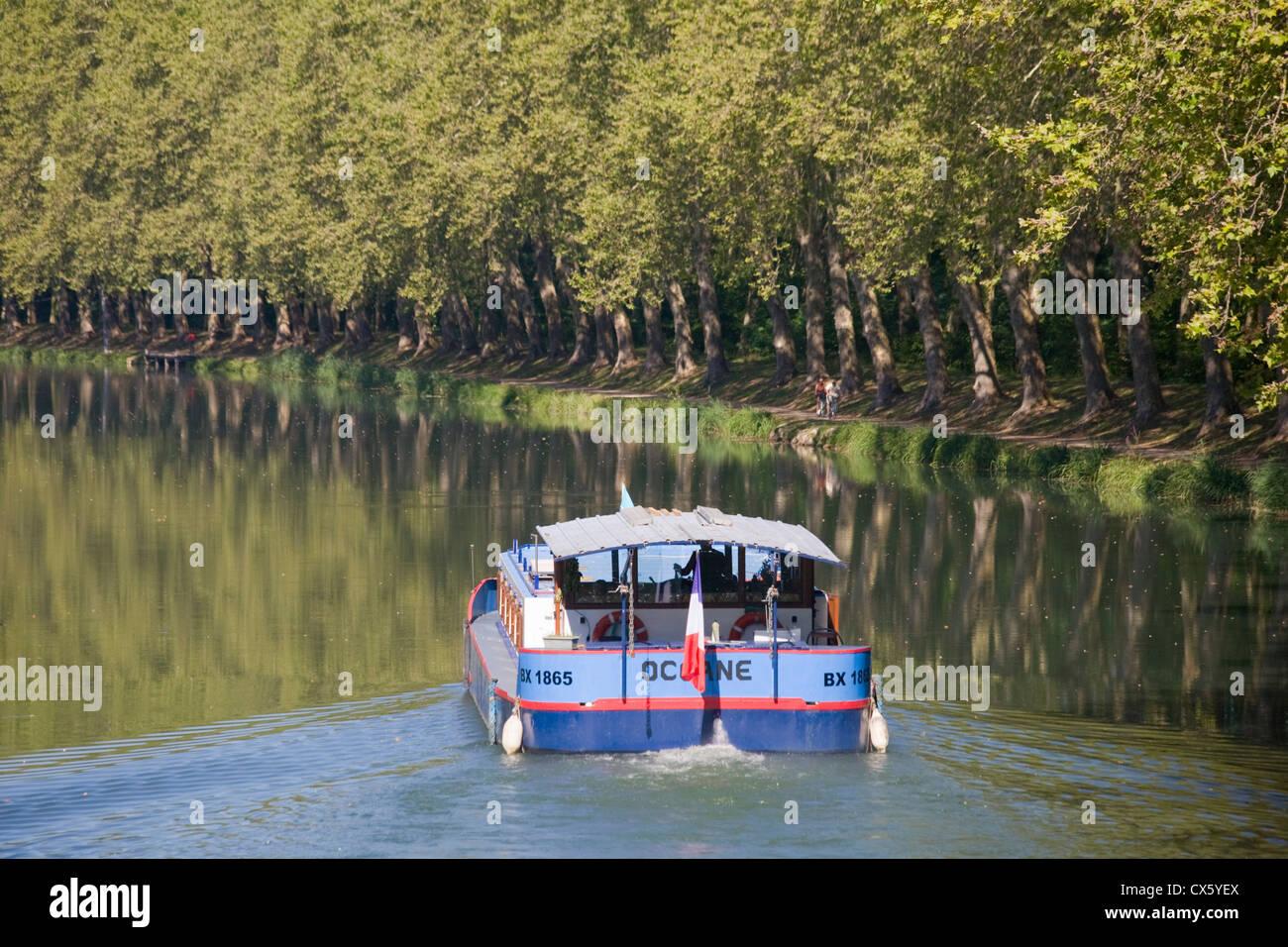 Canal Lateral a la Garonne (Canal du Midi) near Castets en Dorthe, Gironde, France - Stock Image