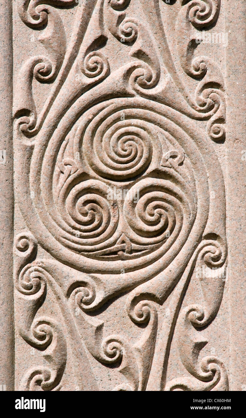 Headstone showing the Celtic design of three interlocked circles - Stock Image