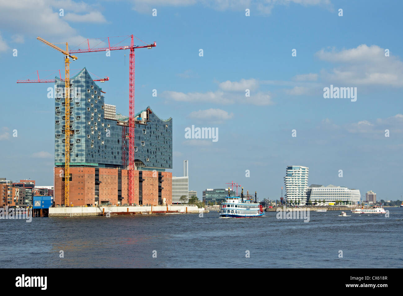 Elbe Philharmonic Hall under construction, Marco Polo Tower and Unilever House, harbour, Hamburg, Germany - Stock Image