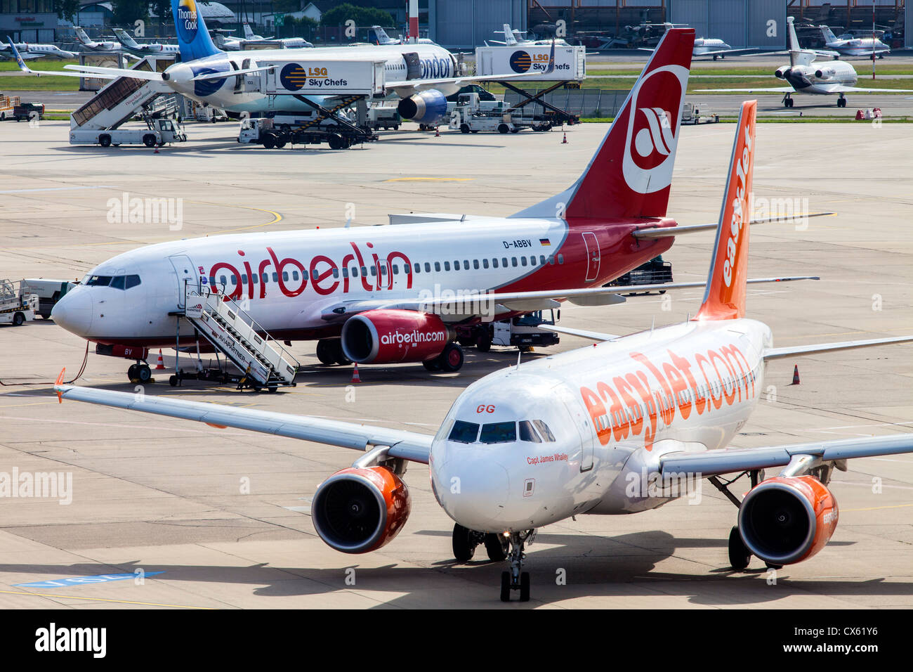 Ground traffic of air planes at Düsseldorf International Airport. Germany, Europe. - Stock Image
