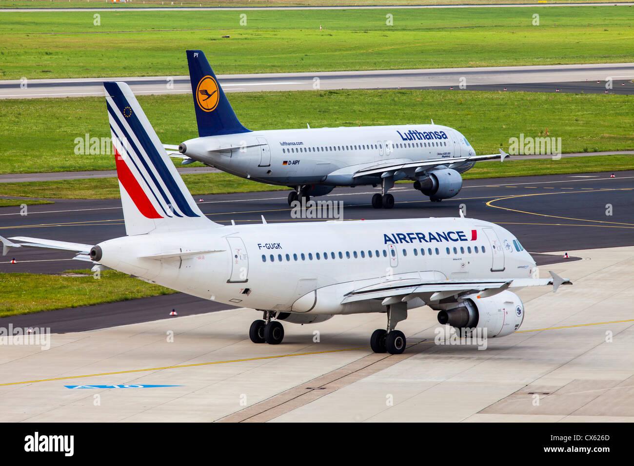Air planes at Düsseldorf International Airport. Germany, Europe. - Stock Image