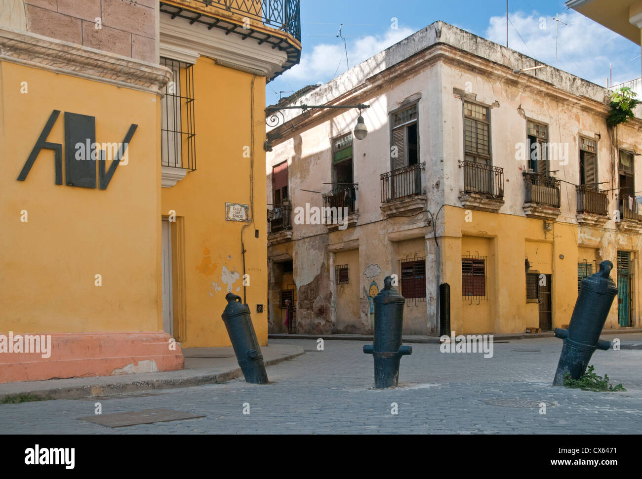 Upturned Canon Bollards at the corner of Plaza Vieja & Calle San Ignacio, Habana Vieja, Havana, Cuba, Caribbean - Stock Image