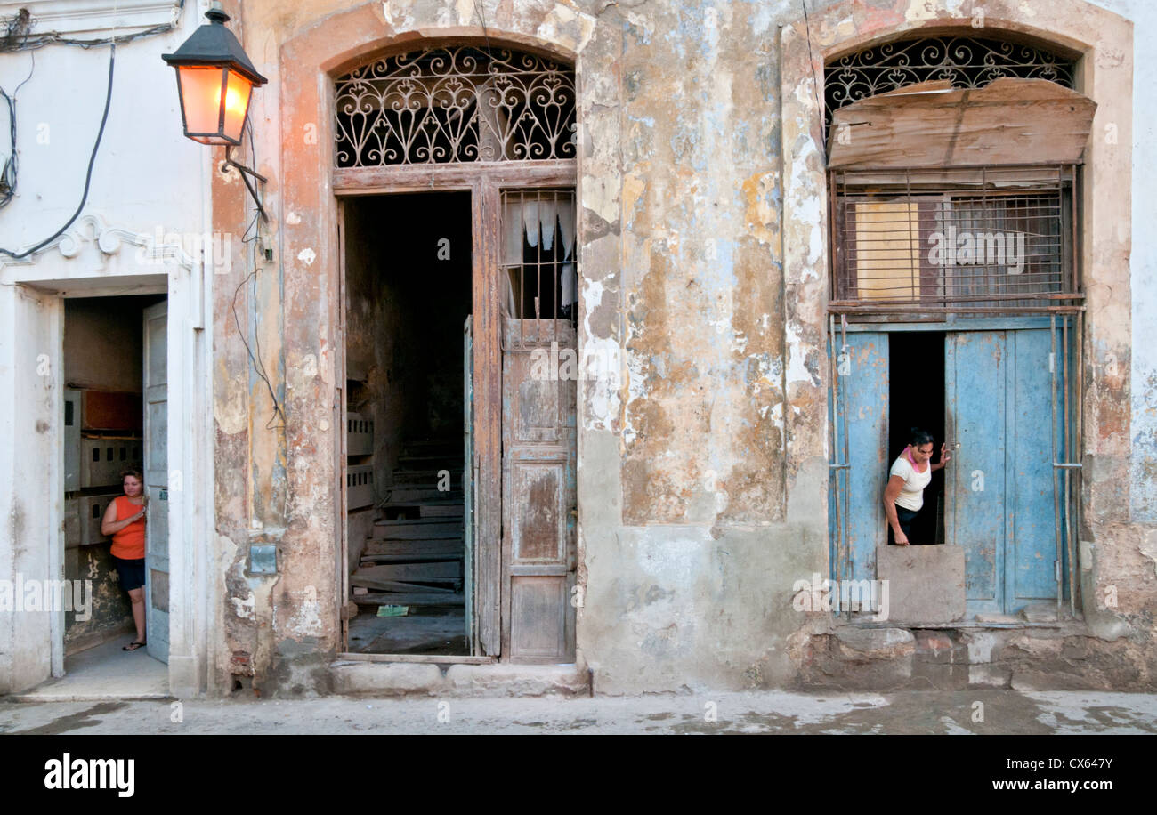 Cuban Backstreet Life, Calle Brazil, Habana Vieja, Havana, Cuba, Caribbean - Stock Image