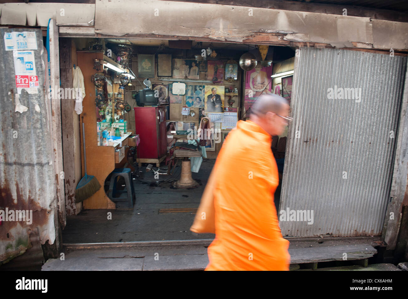 Visit to Baan Sinlapin on the West side of Bangkok in the Khlong Bang Luang artist village. - Stock Image