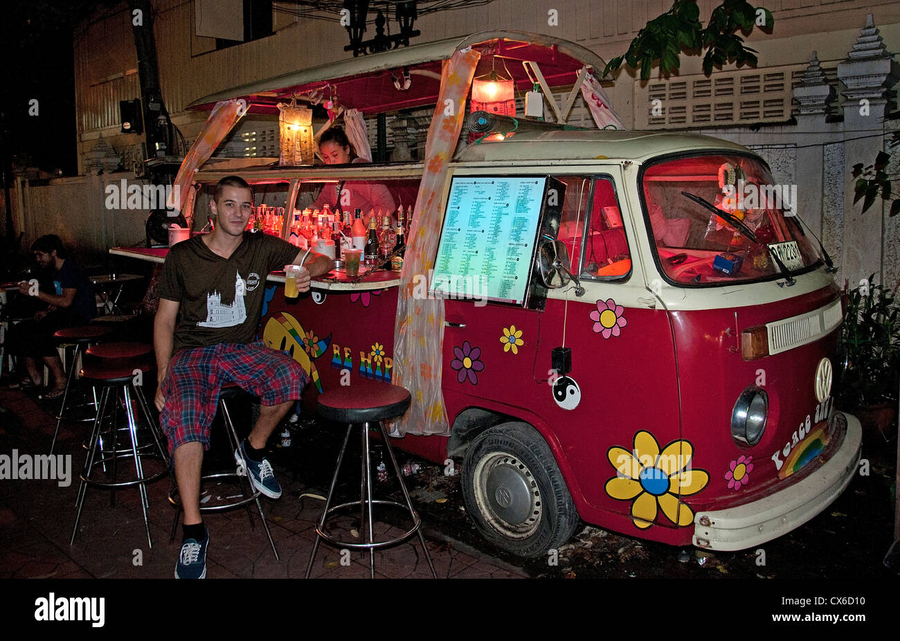 Khao San Road District Bangkok Thailand Thai Street Bar Pub Cafe VW Bus - Stock Image