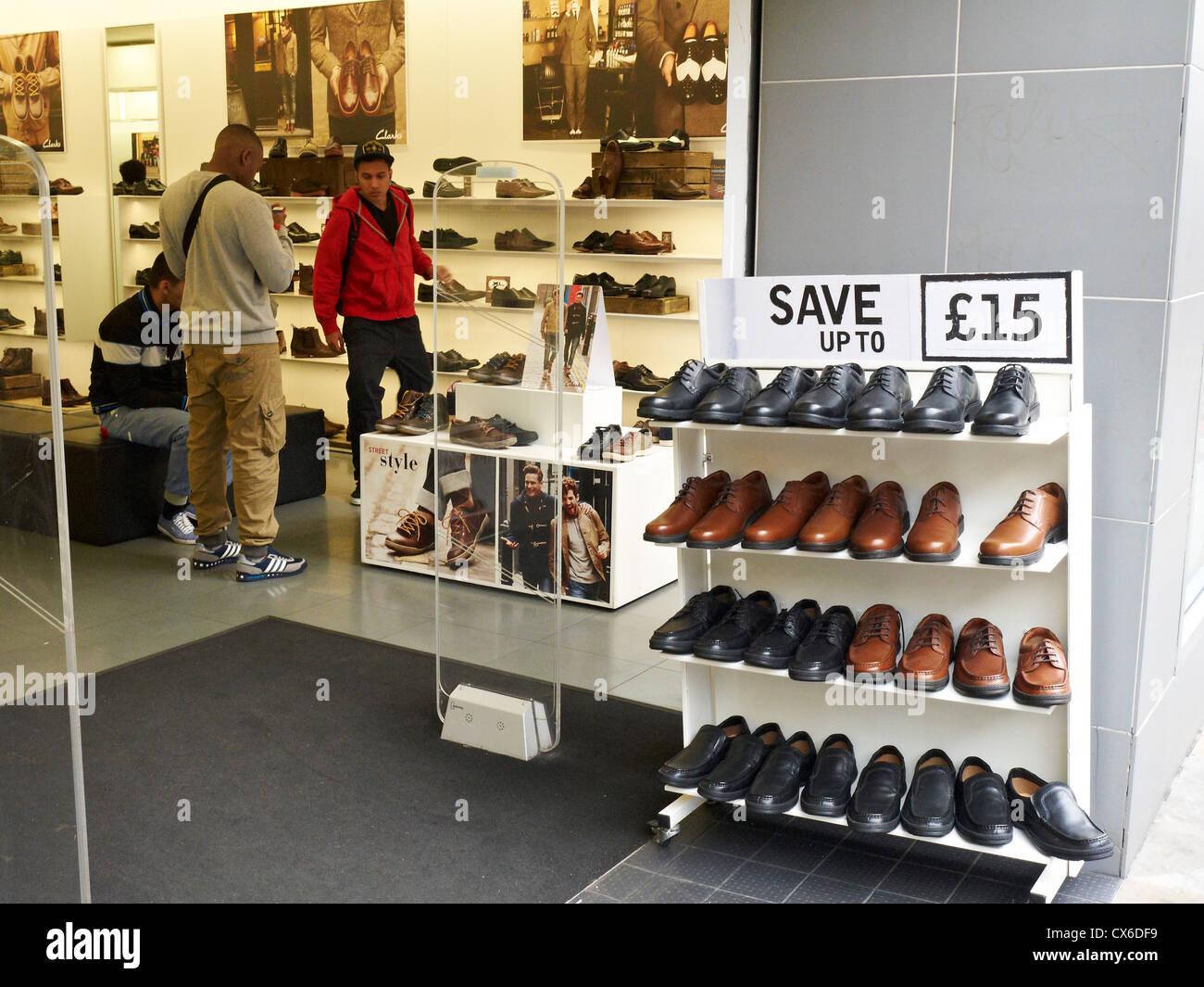 522d6b8475d Clarks Shoes Shop Stock Photos   Clarks Shoes Shop Stock Images - Alamy
