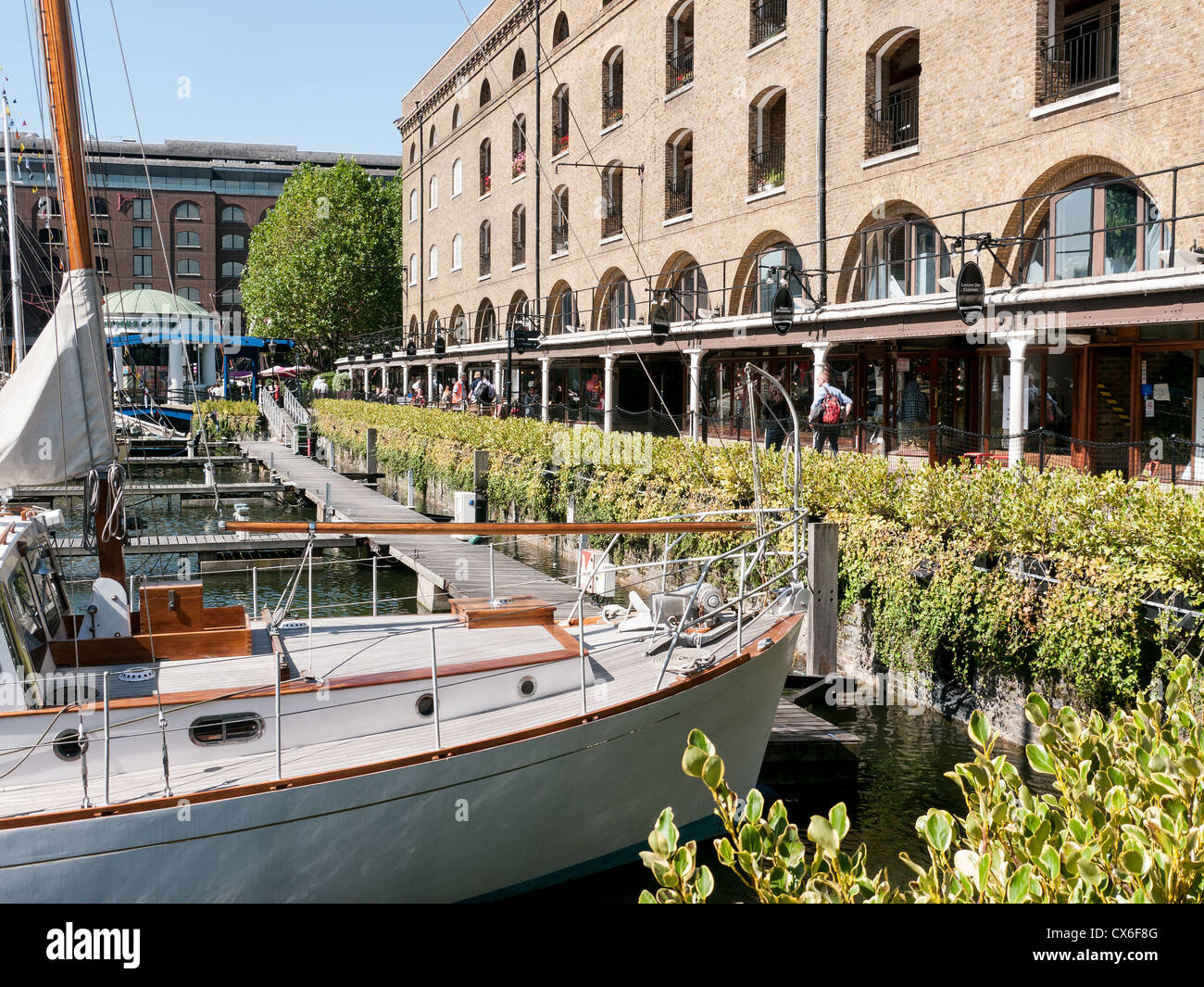 The Marina at St. Katherine Docks, with shops and boutiques in the background, London, UK - Stock Image