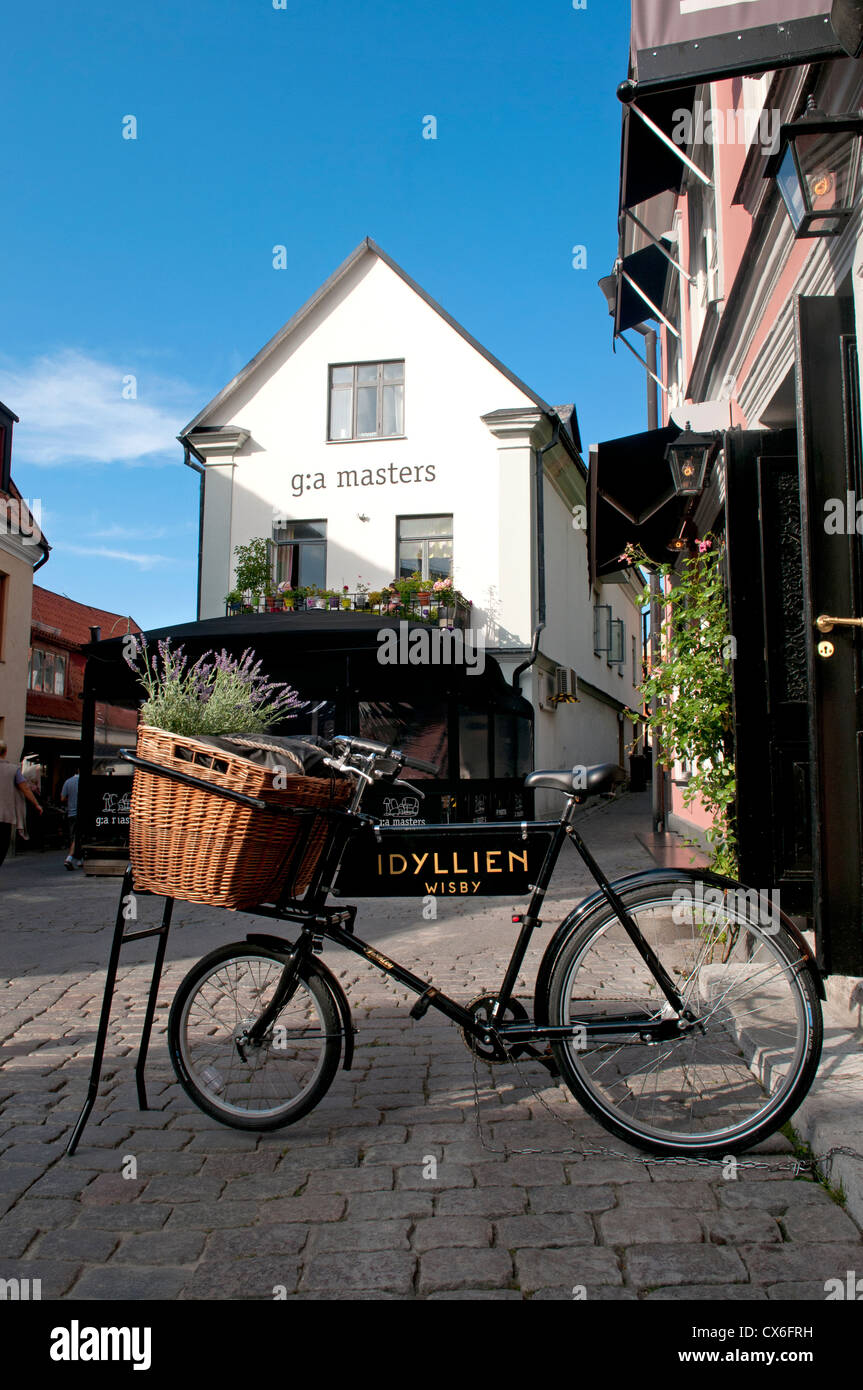 Street scene in the old Hansa town of Visby, on the Swedish island of Gotland in the Baltic sea - Stock Image