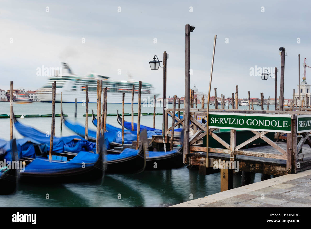 Big cruise ship enters the Saint Mark's basin before sunrise, Venice, Italy. - Stock Image