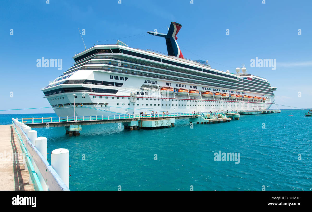 Luxury cruise ship anchored in the port of Ocho Rios, Jamaica. - Stock Image