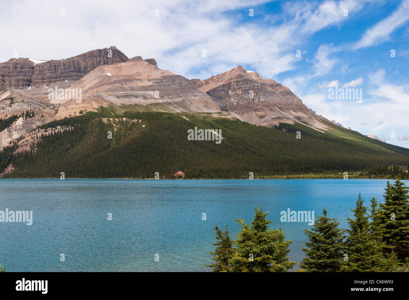 Num-Ti-Jah Lodge on Bow Lake in Banff National Park - Stock Image
