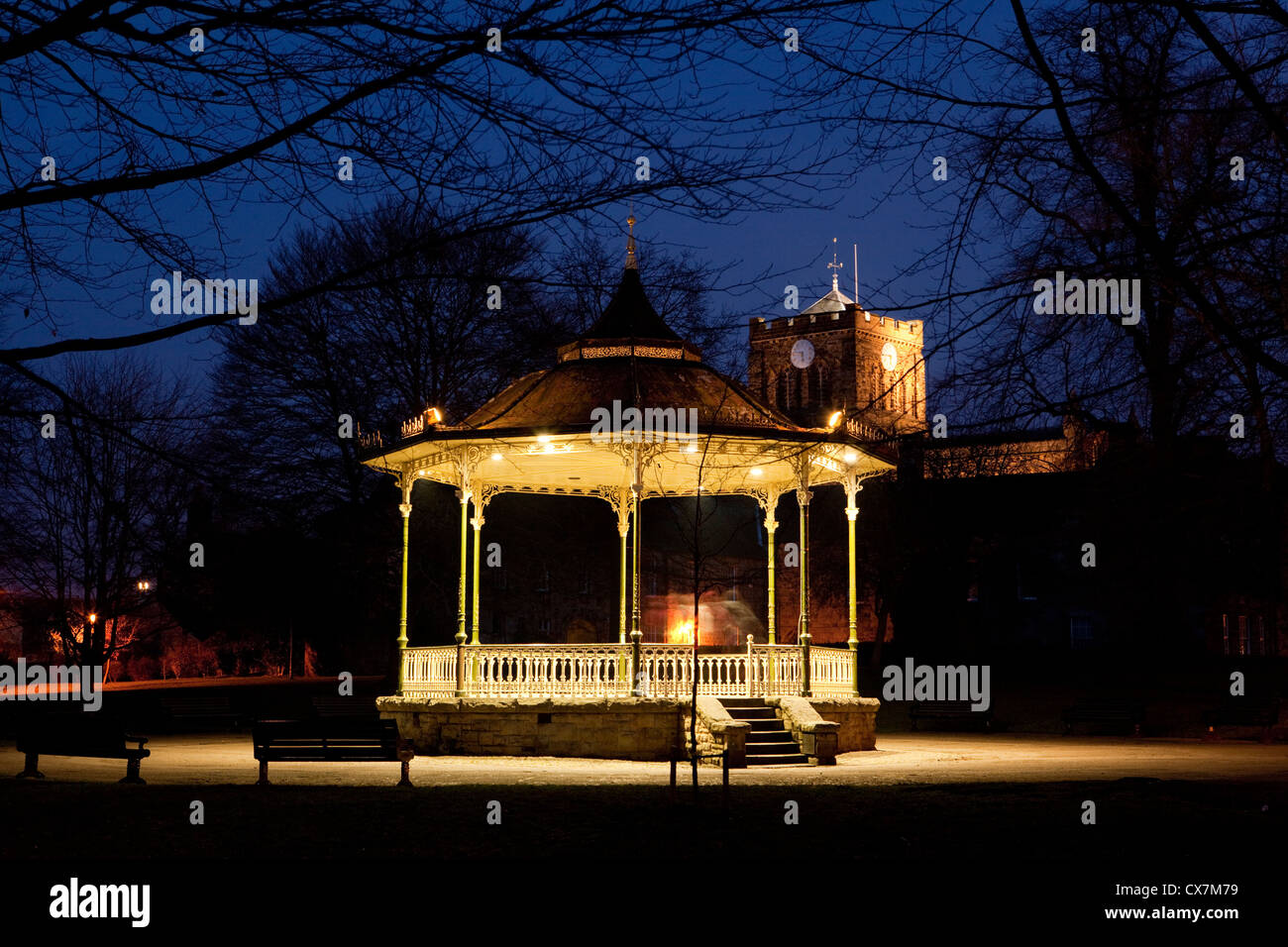 Bandstand in Hexham Park at night with floodlit Abbey. Northumberland - Stock Image