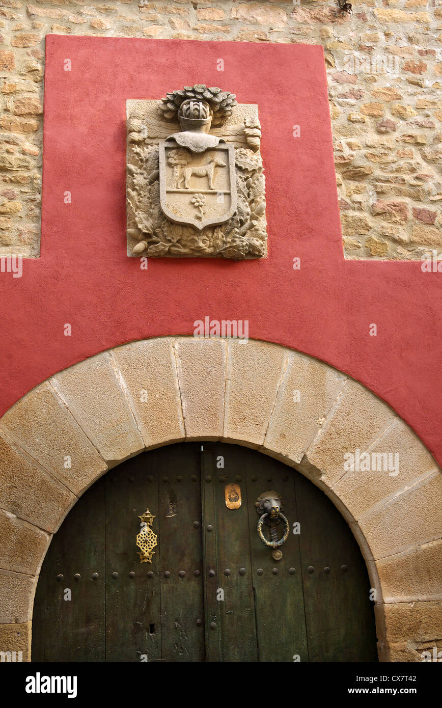 An armorial crest above a doorway in Cirauqui Plaza, Spain. - Stock Image