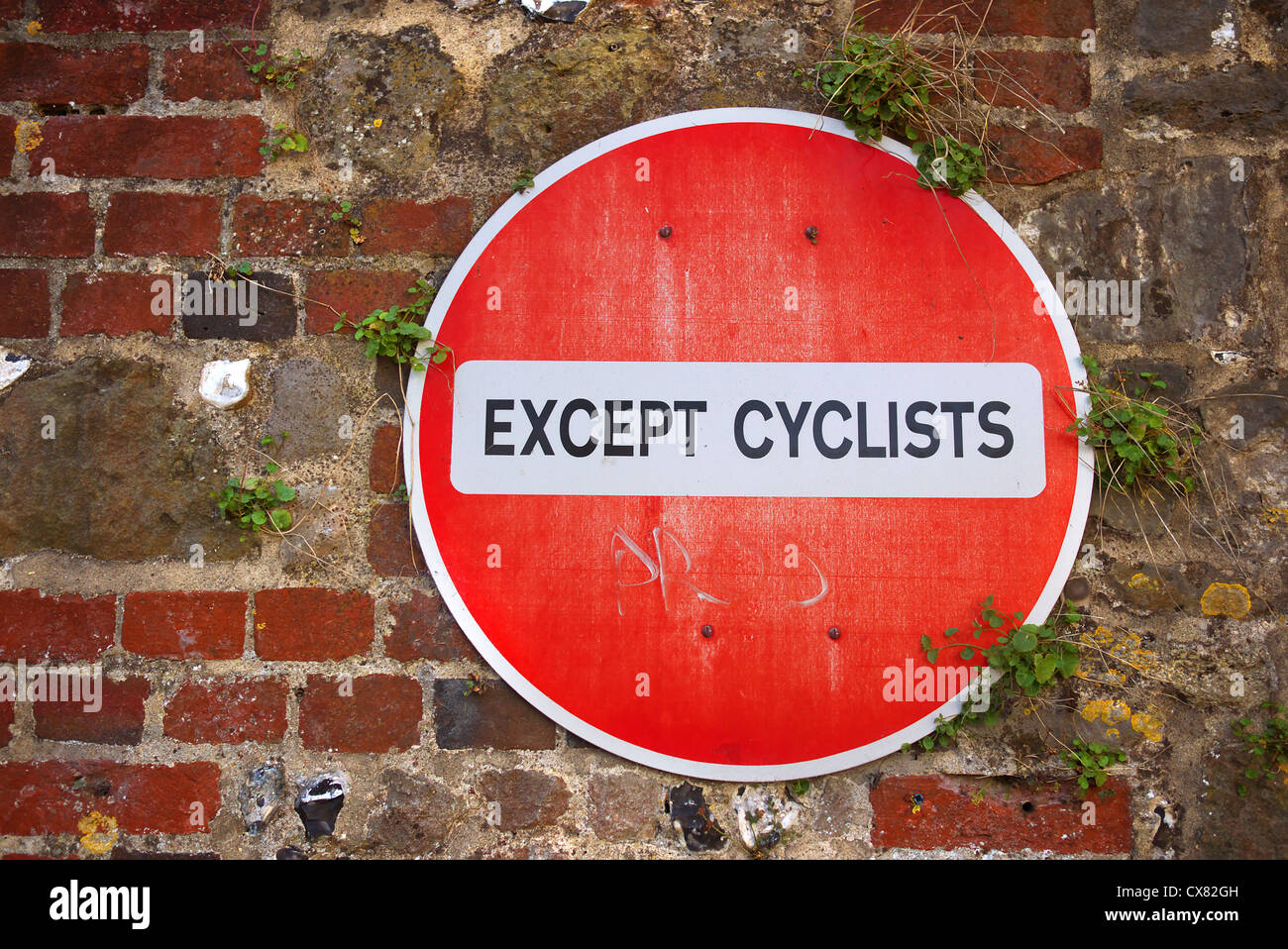No entry except cyclists sign. - Stock Image
