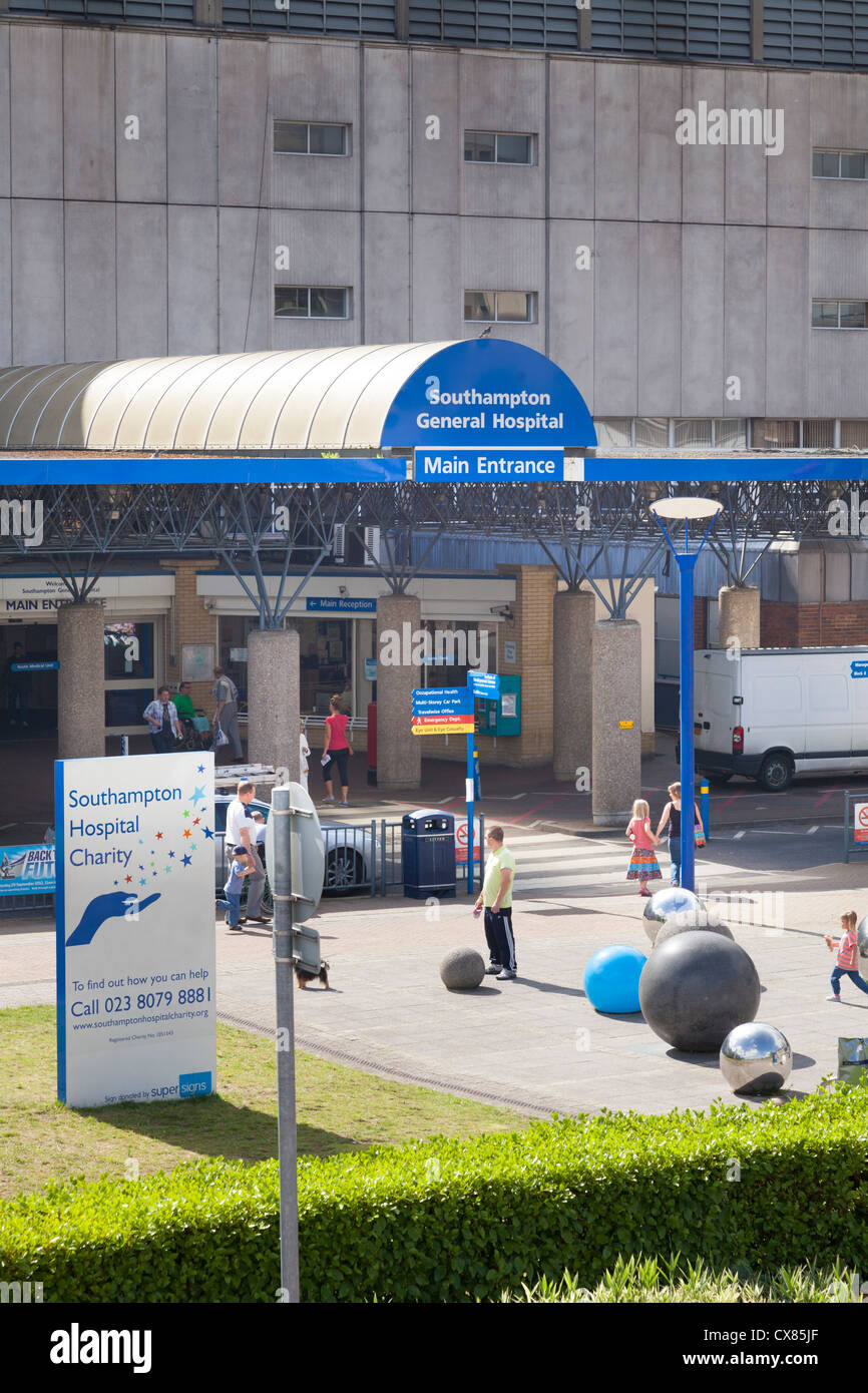 exterior of main entrance to Southampton General Hospital - Stock Image