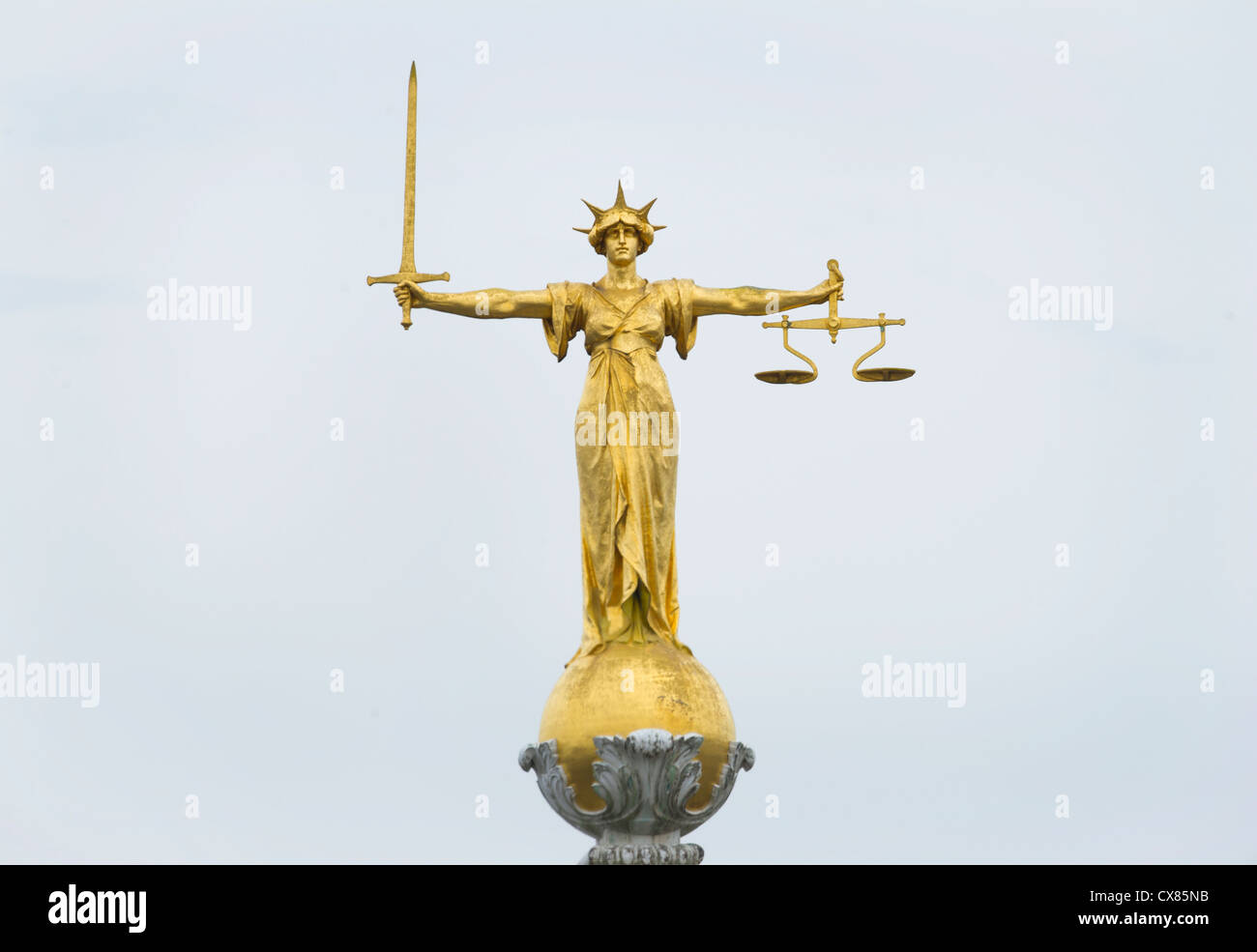 The gold bronze Lady Justice statue with sword and scales above the Central Criminal Court, Old Bailey, London - Stock Image