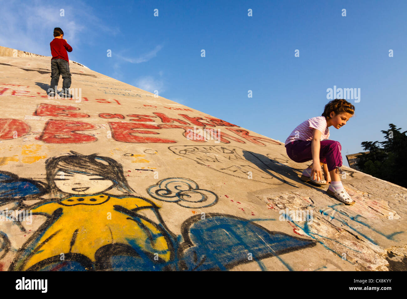 Children climbing up the Pyramid, the former International Center of Culture. Tirana, Alban - Stock Image