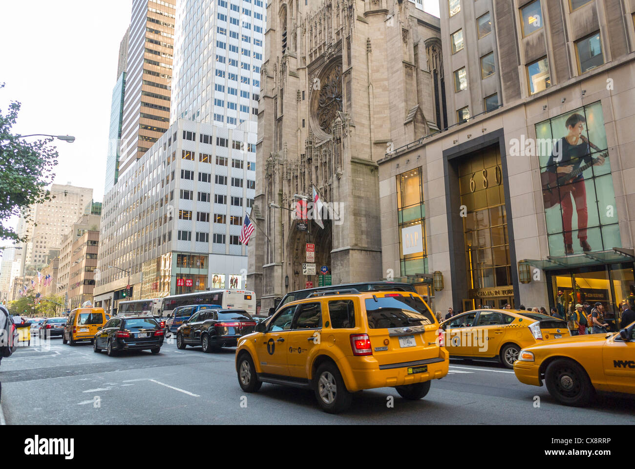 New York, NY, USA, Yellow Taxi Cabs, Street Scenes, Luxury Shops on Fifth Avenue, Manhattan , - Stock Image