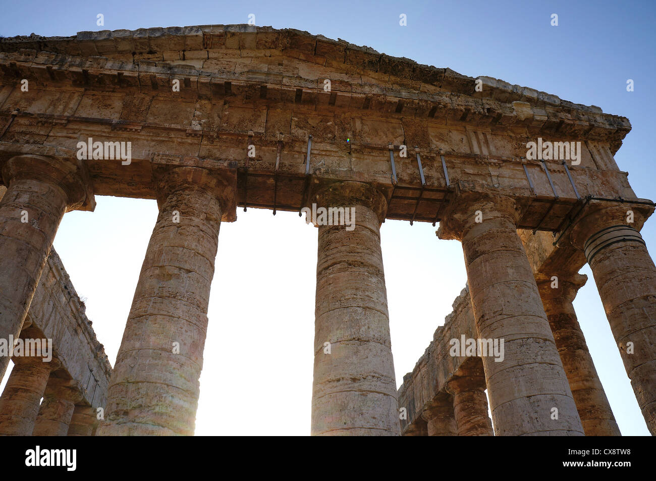 Facade of the Segesta temple with its stone pediment and columns - Stock Image