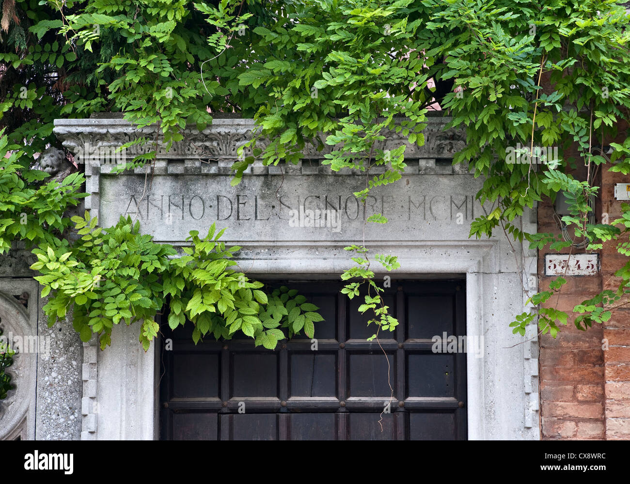 Venice, Italy. An old  creeper-covered stone gateway - Stock Image