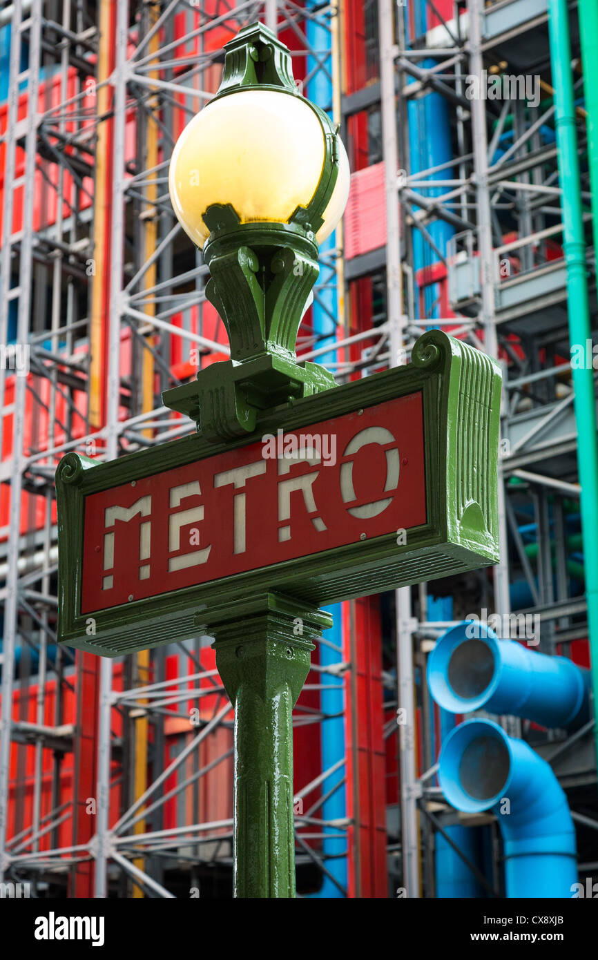 Metro, or subway, sign in central Paris near the Centre Pompidou and Les amis du Musée - Stock Image