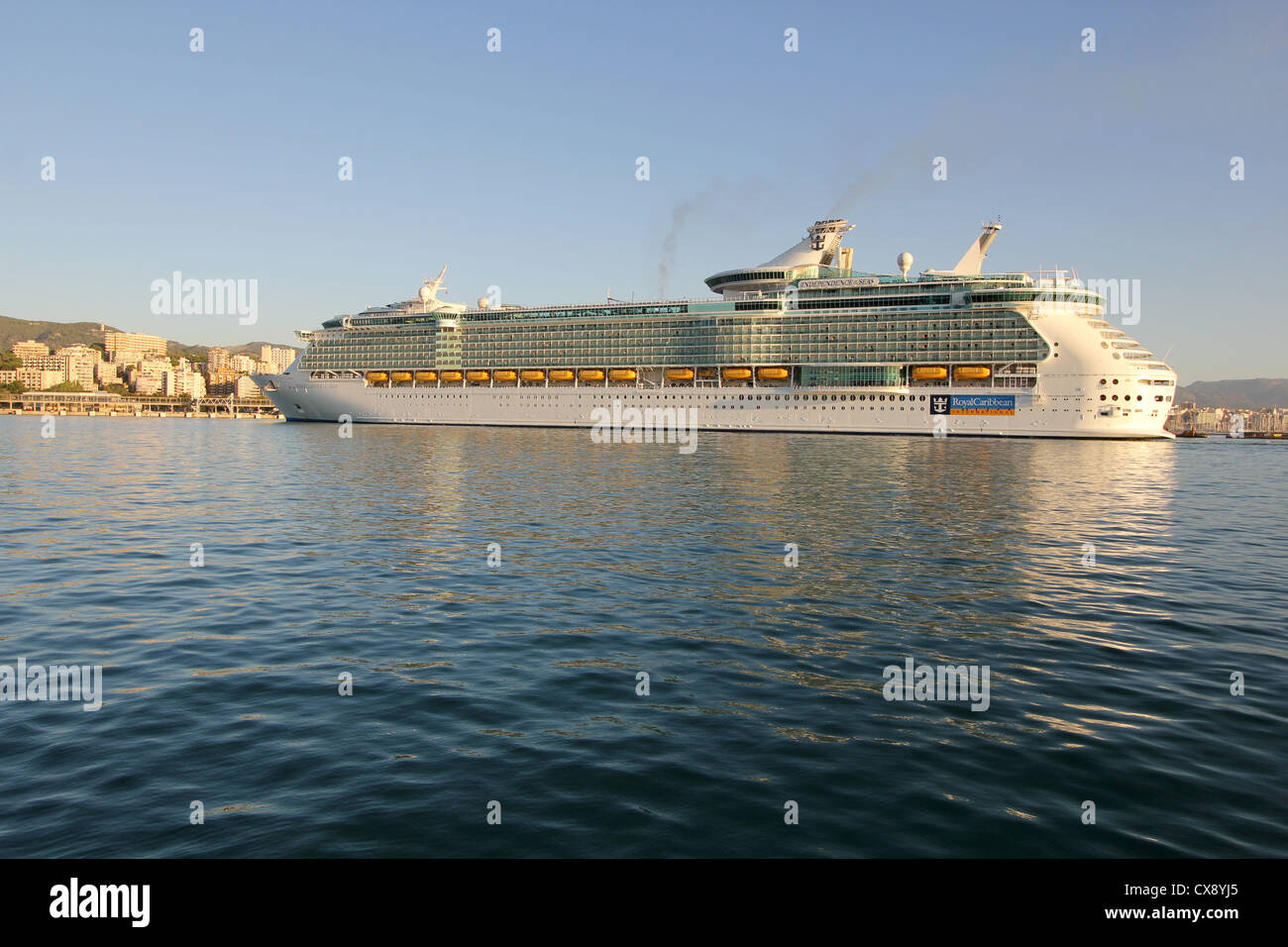 Royal Caribbean International Cruise Line 'Independence of the Seas' at early morning entering the Port - Stock Image