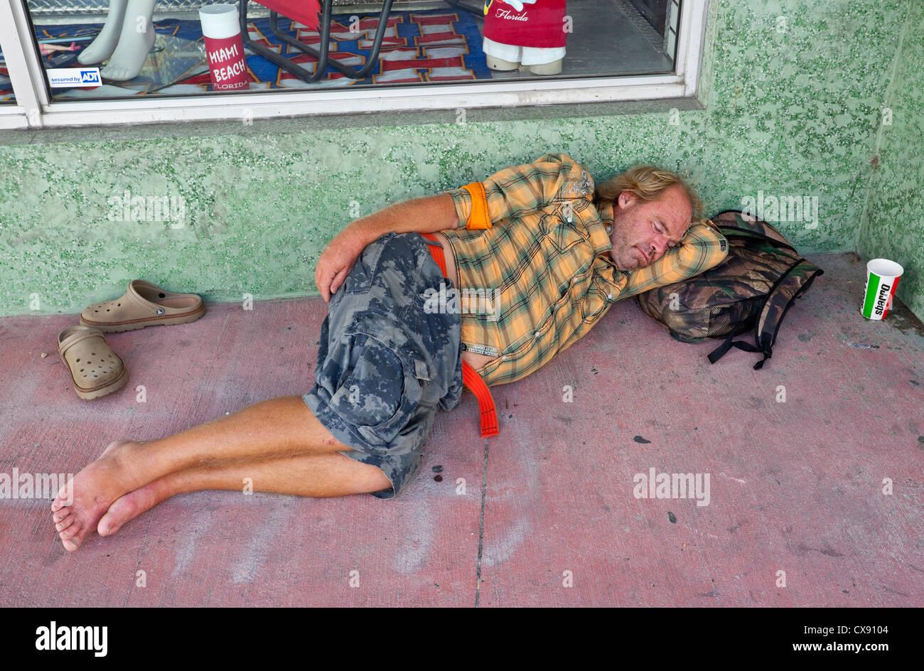 Homeless man sleeping rough, Lincoln Road, South Beach, Miami Beach, Florida, USA - Stock Image