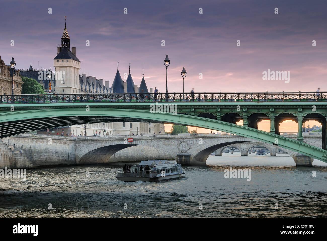 The bridge Pont Notre-Dame over river Seine in Paris, France. - Stock Image