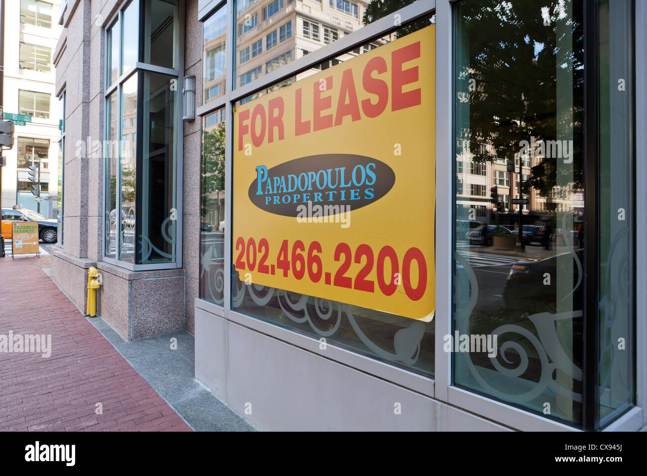Retail space For Lease sign on window - Stock Image