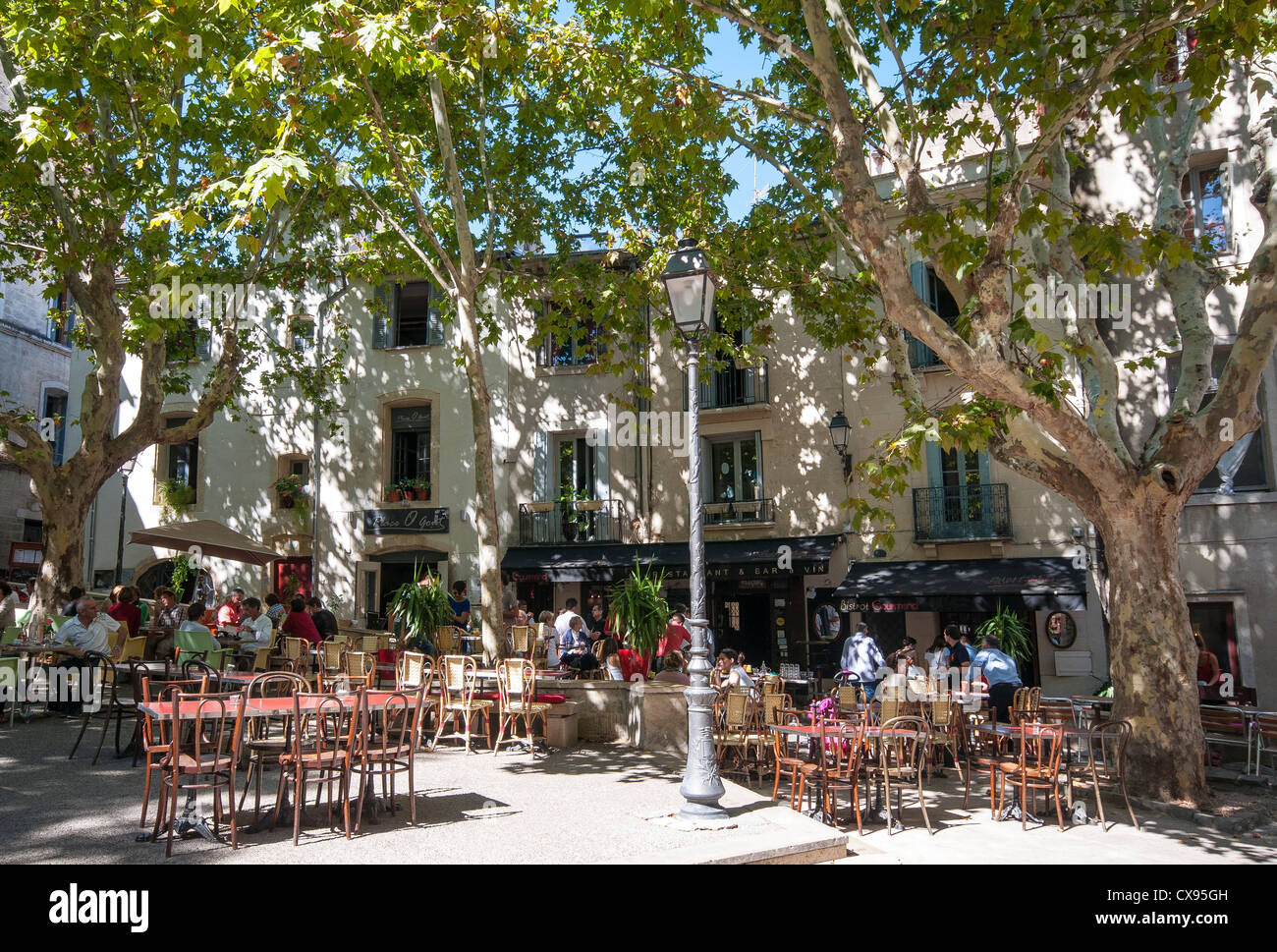 Place O Gout and the Bistrot Gourmand on Place de la Chapelle Neuve, Montpellier, France - Stock Image