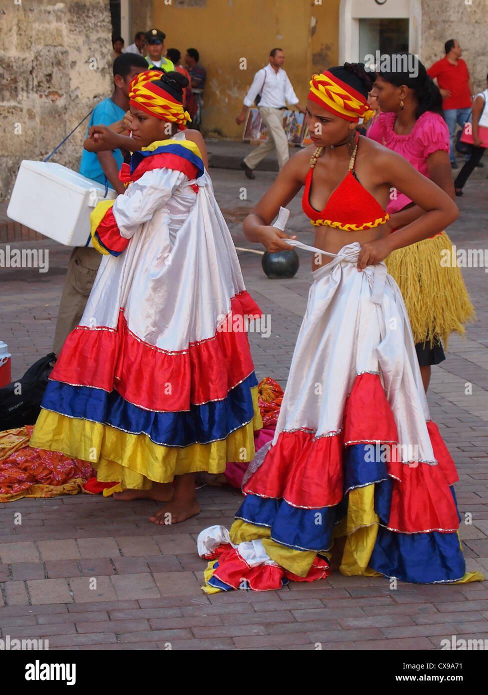 Traditional Cumbia Dancers preparing in Cartagena, North Colombia - Stock Image