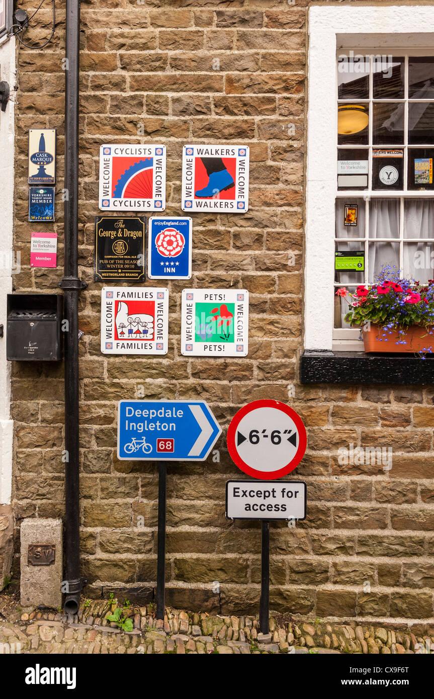 British Pub Signs Stock Photos & British Pub Signs Stock Images - Alamy