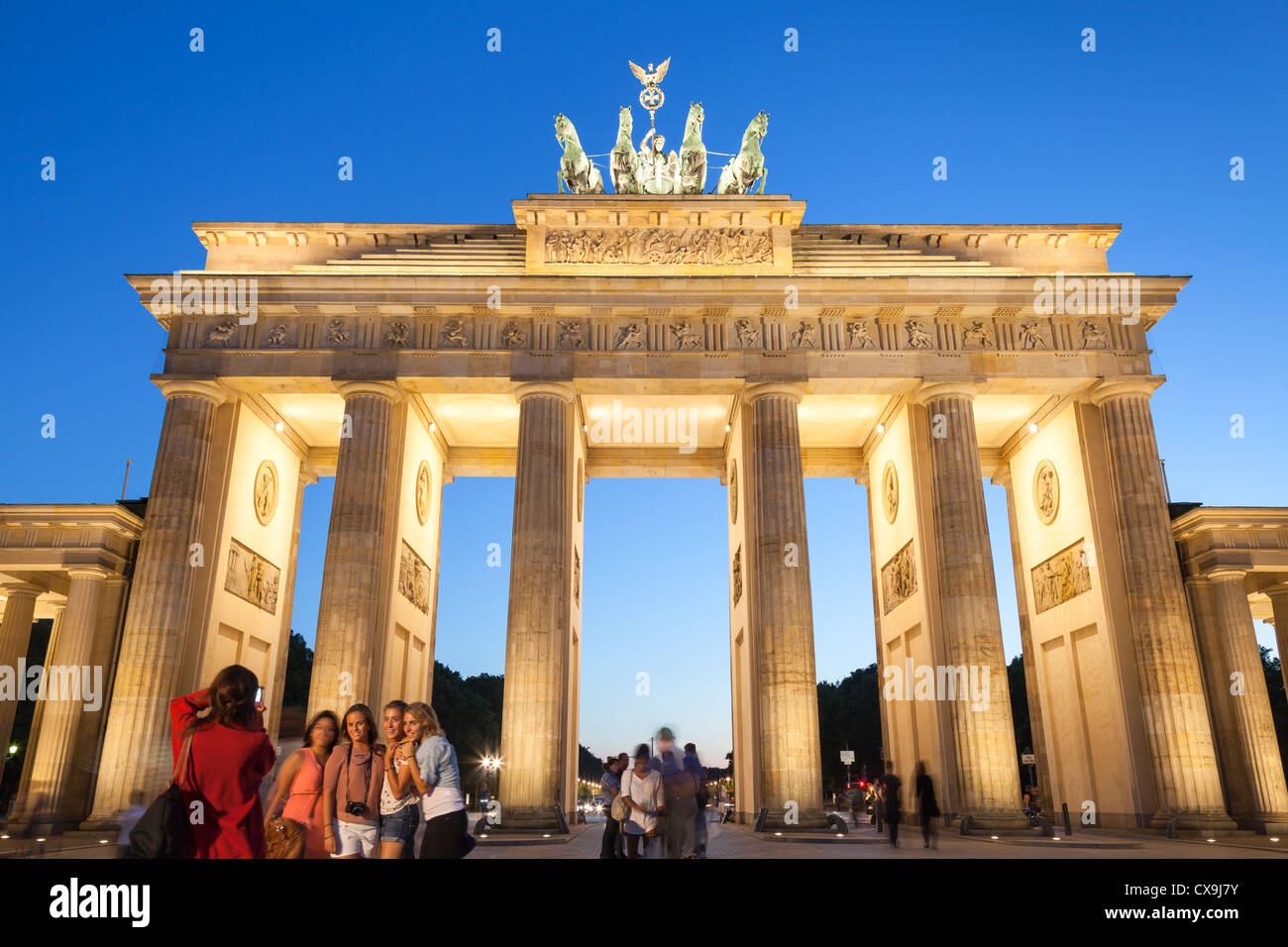 tourists in front of the Brandenburg Gate, Berlin, Germany - Stock Image