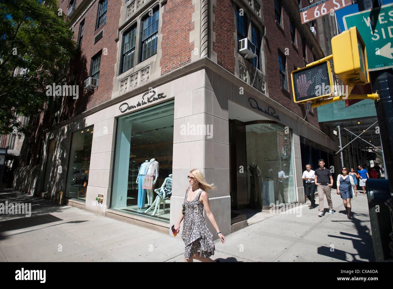 Madison Side Streets After Oscars >> Designer Oscar De La Renta Boutique On Madison Avenue In New York