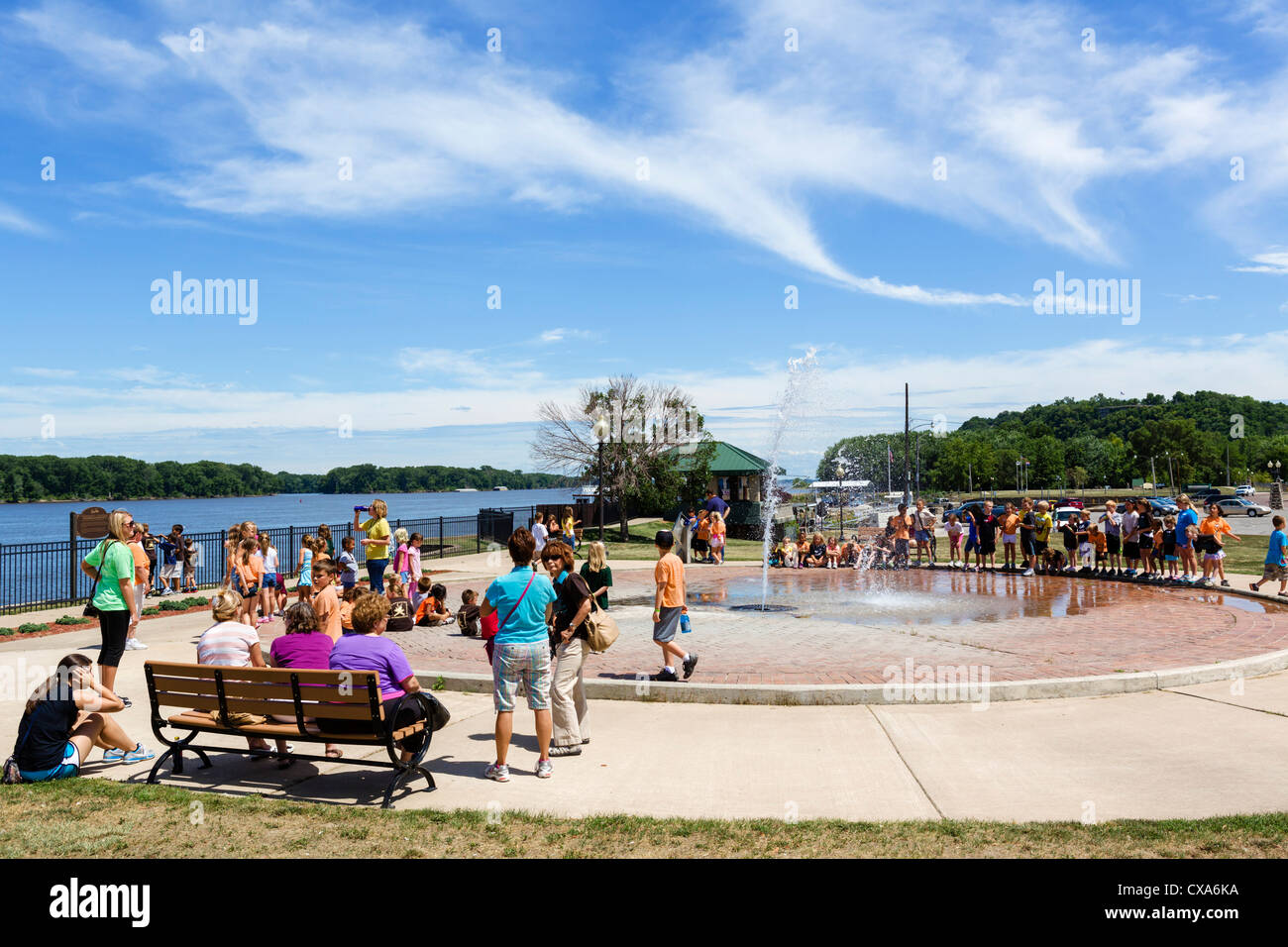 School outing on the banks of the Mississippi River in Hannibal, Missouri, home town of Mark Twain, USA Stock Photo