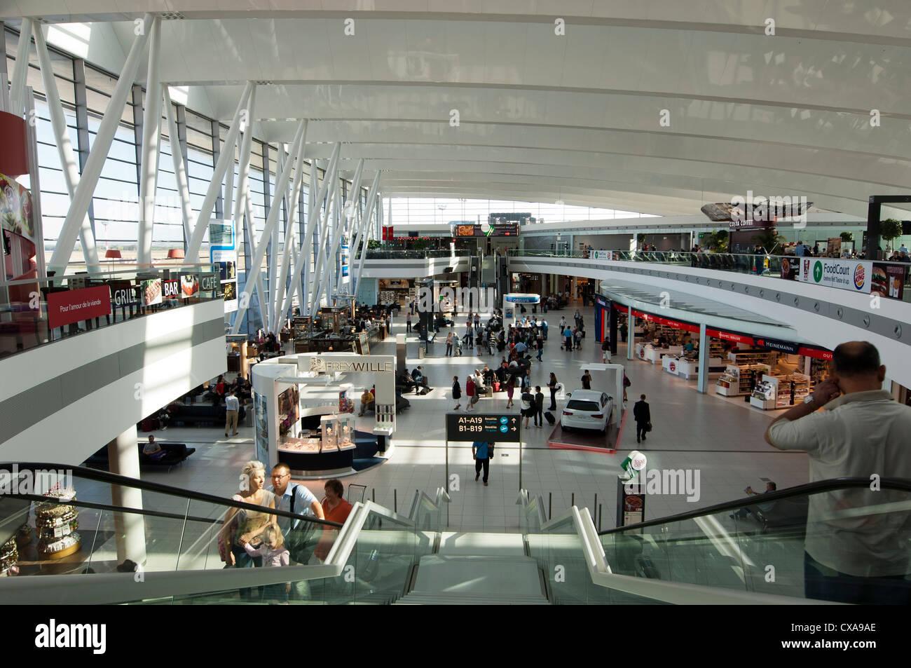 Aeroporto Budapest : Budapest airport stock photo alamy