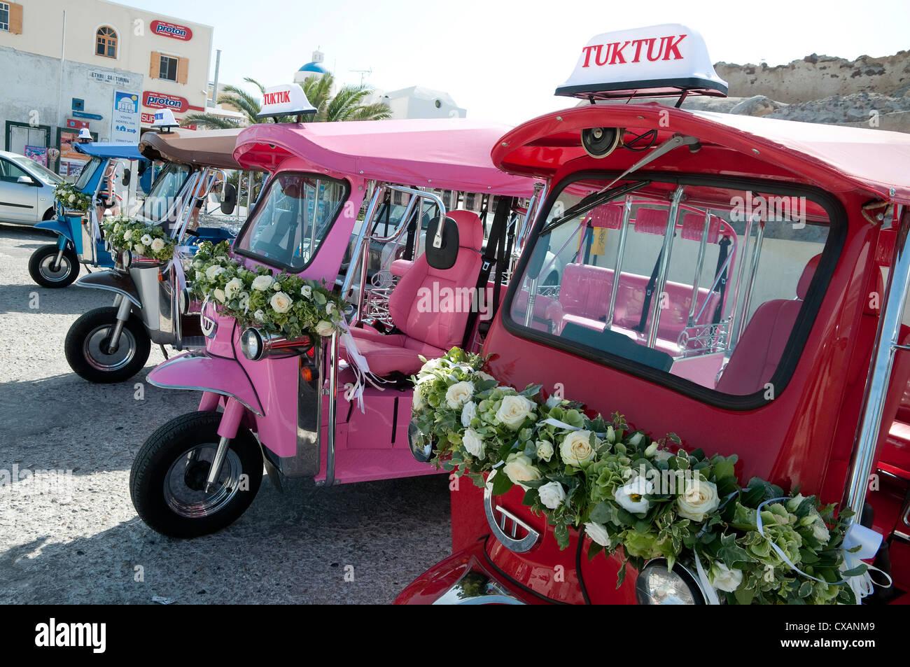 colourful wedding tuk tuk motor vehicles, oia, santorini, greece - Stock Image