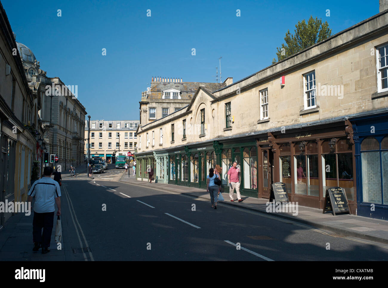 Shops on Pulteney Bridge, Bath, Avon, England, United Kingdom, Europe - Stock Image