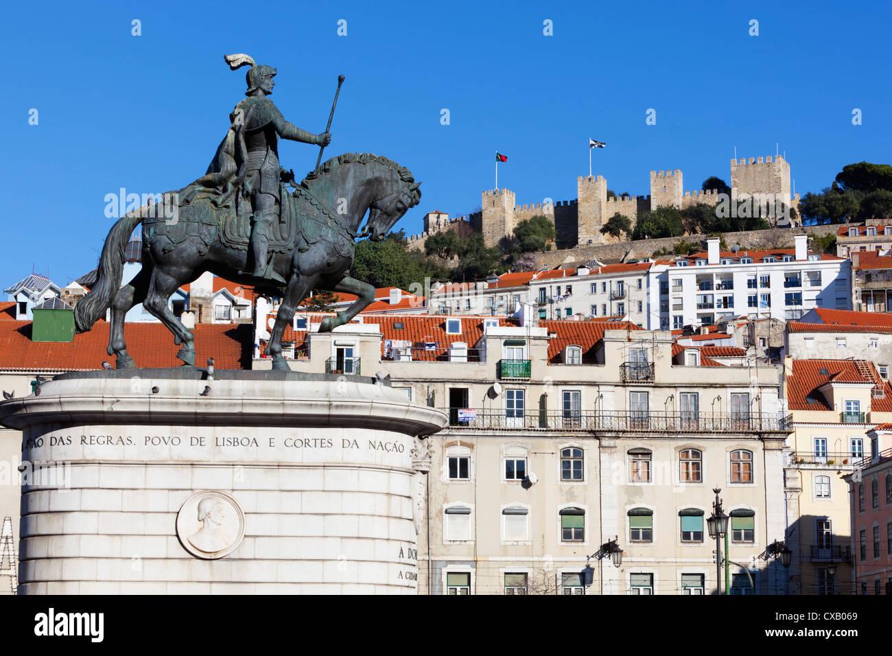 Statue of King John 1st and Castelo de Sao Jorge, Praca da Figueira, Baixa, Lisbon, Portugal, Europe - Stock Image