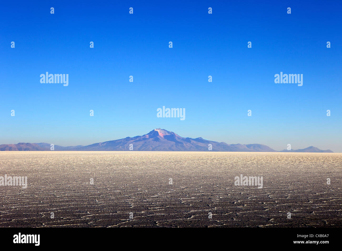 Salar de Uyuni salt flat and Mount Tunupa, Andes mountains in the distance in south-western Bolivia, South America - Stock Image