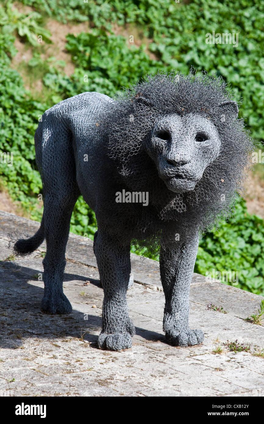 Lion Wire Sculpture Tower London Stock Photos & Lion Wire Sculpture ...