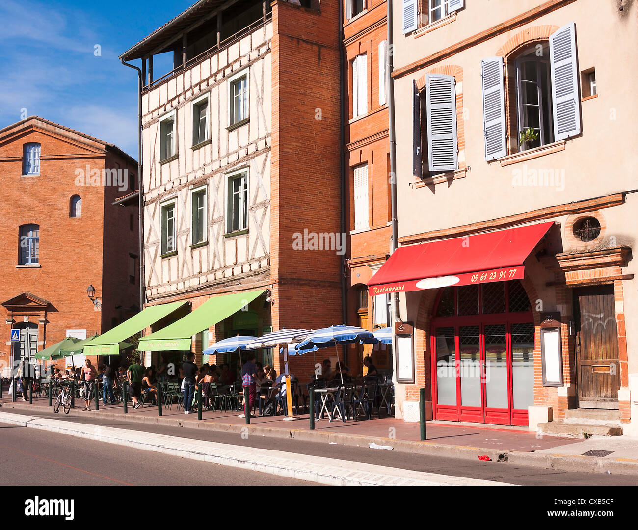 Cafe des Artistes and Restaurant 4 Z'arts in Place de la Daurade Toulouse Haute-Garonne Midi-Pyrenees France - Stock Image