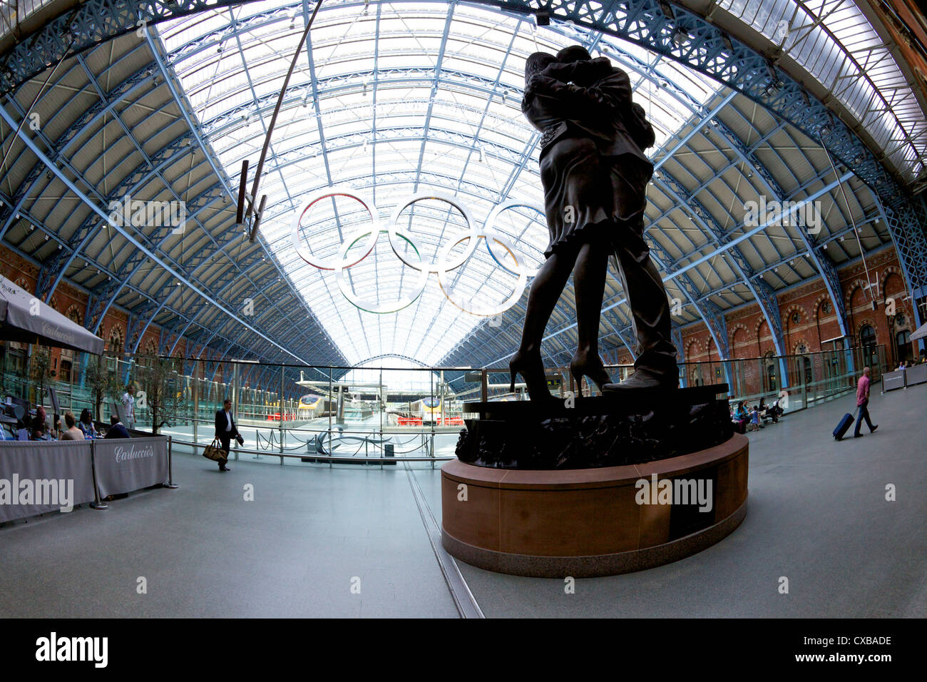 Statue the Meeting Place by Paul Day in the Eurostar terminal at St. Pancras Railway Station, London, Uited Kingdom - Stock Image
